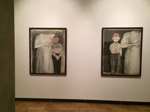 """""""[Kompozycja figuralna, Chłopiec z posągiem]"""" i """"[Kompozycja figuralna, Rudowłosy chłopiec z posągiem]"""", niedatowane, gwasz, sepia, papier, kolekcja prywatna"""