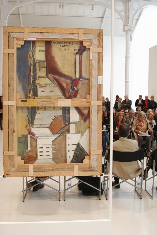 "Widok wystawy ""Andrzej Wróblewski. Verso / reverso"", Museo Nacional Centro de Arte Reina Sofía - Palacio de Velázquez (Parque de El Retiro), listopad 2015, fot. Jan Handke"