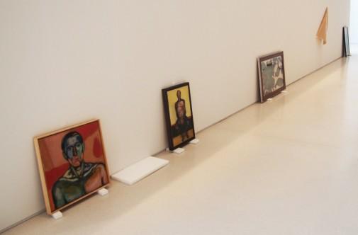 """Montaż wystawy """"Andrzej Wróblewski. Verso / reverso"""" w Palacio de Velázquez, Madryt"""